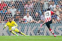 EINDHOVEN - PSV - Feyenoord , Voetbal , Seizoen 2015/2016 , Eredivisie , Philips Stadion , 30-08-2015 , PSV speler Jurgen Locadia (r) schiet de 3-1 (penalty) langs Keeper van Feyenoord Kenneth Vermeer (l)