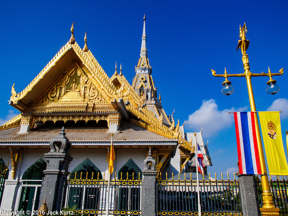 14 JANUARY 2016 - CHACHOENGSAO, CHACHOENGSAO, THAILAND: The main entrance to Wat Sothon. Wat Sothon, in Chachoengsao, is one of the largest Buddhist temples in Thailand. Thousands of people come to the temple every day to pray for good luck, they make merit by donating cooked eggs and cash to the temple. The temple dates from the Ayutthaya period (circa 18th century CE).         PHOTO BY JACK KURTZ