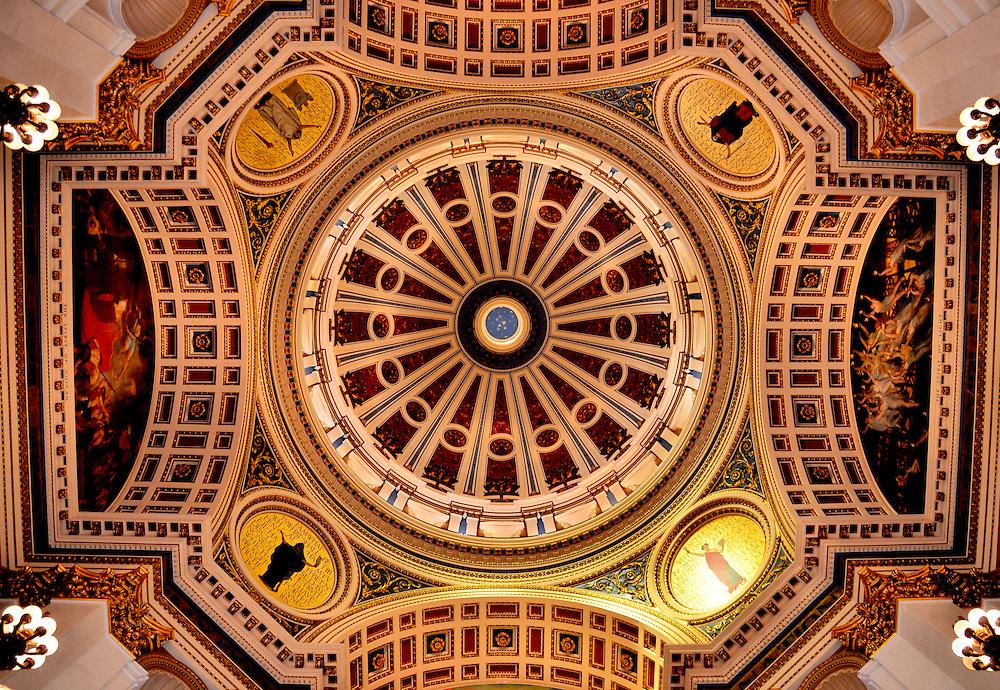 Pennsylvania state capitol rotunda dome in harrisburg pennsylvania encircle photos for Interior painting harrisburg pa