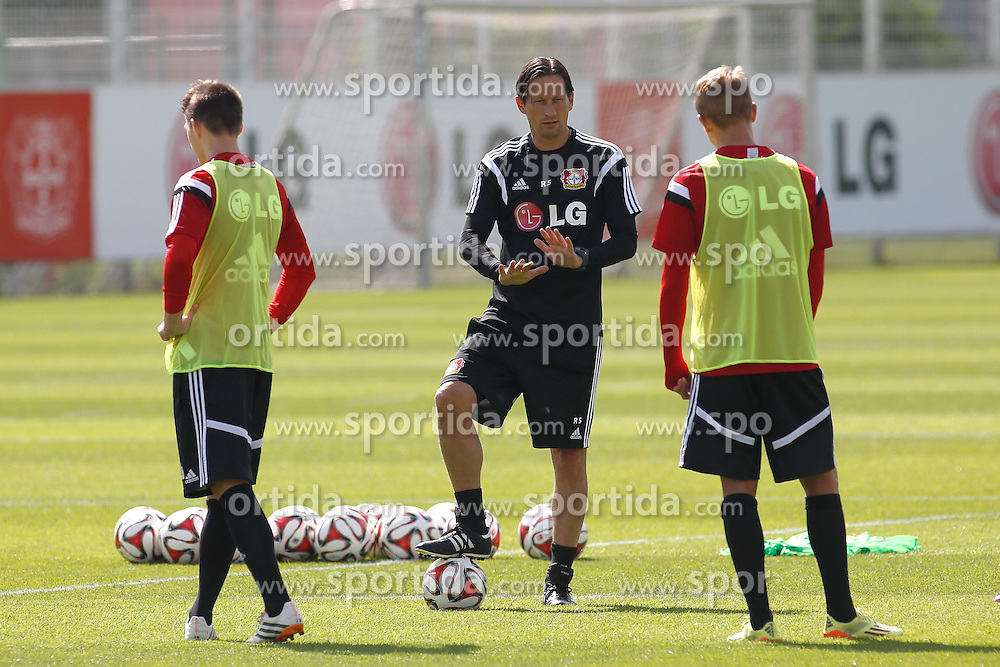 07.07.2014, BayArena, Leverkusen, GER, 1. FBL, Bayer 04 Leverkusen, Training, im Bild Trainer Roger Schmidt gibt Anweisungen // during a Trainingssession of German Bundesliga Club Bayer 04 Leverkusen at the BayArena in Leverkusen, Germany on 2014/07/07. EXPA Pictures &copy; 2014, PhotoCredit: EXPA/ Eibner-Pressefoto/ Schueler<br /> <br /> *****ATTENTION - OUT of GER*****