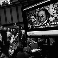 Simpatizantes del Partido Socialista Unido de Venezuela (PSUV) durante la reunión de Alcaldes Bolivarianos realizada en el Hotel Alba Caracas. 19 Agosto, 2010. (Ivan Gonzalez).