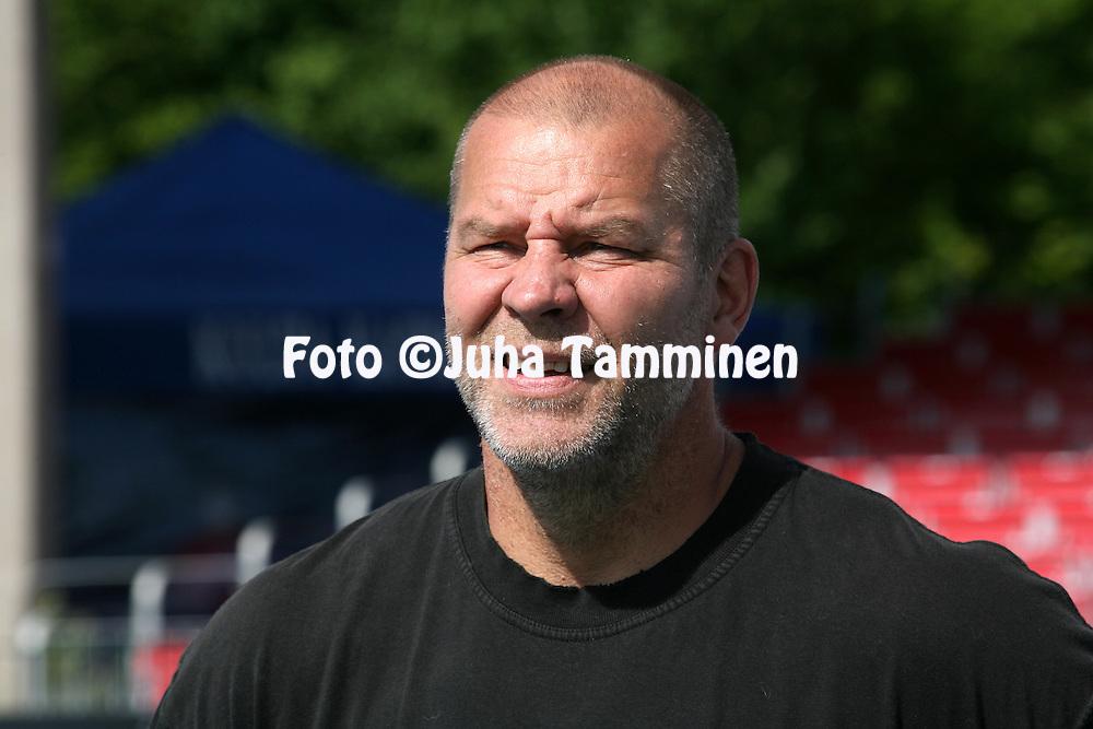 01.08.2009, Lepp?vaaran stadion, Espoo, Finland..Kalevan kisat 2009.Miesten kiekonheitto - karsinta.Pertti Hynni.©Juha Tamminen