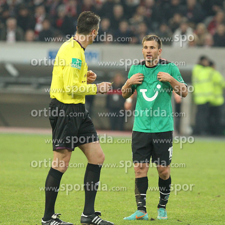 15.12.2012, Esprit Arena, Duesseldorf, GER, 1. FBL, Fortuna Duesseldorf vs Hannover 96, 17. Runde, im Bild Szabolcs HUSZTI (Hannover 96) fassungslos mit Schiedsrichter Knut KIRCHER // during the German Bundesliga 17th round match between Fortuna Duesseldorf and Hannover 96 at the Esprit Arena, Duesseldorf, Germany on 2012/12/15. EXPA Pictures © 2012, PhotoCredit: EXPA/ Eibner/ Schueler..***** ATTENTION - OUT OF GER *****