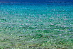 As cores do mar do caribe na Ilha de San Andres (tambem conhecida como San Andres Isla) , a maior das ilhas que formam parte do Arquipelago de San Andres, Providencia e Santa Catalina. Pertence a Colombia desde o ano de 1803 / The colorful Caribbean Sea at San Andres (island) , a coral island among the Colombian islands in the Caribbean Sea.