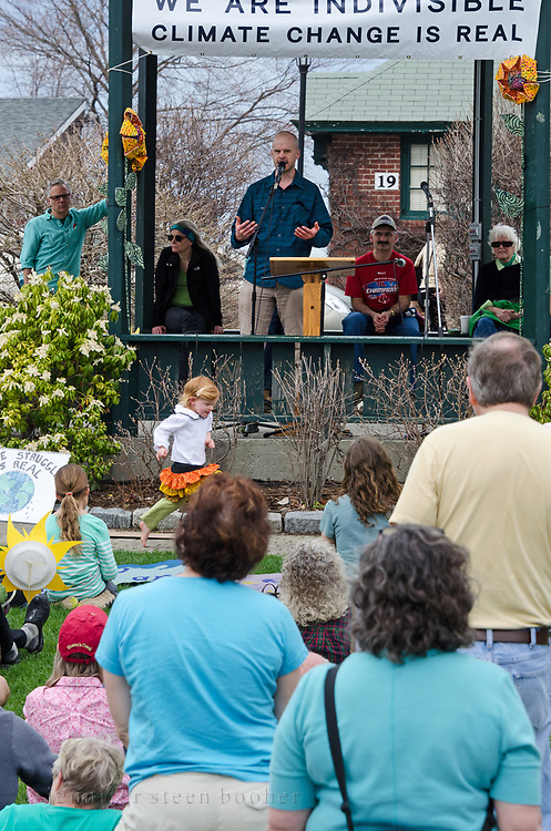 Bar Harbor, USA. 29 April, 2017. Mark Berry, President and CEO of Schoodic Institute, addresses the crowd at the Downeast Climate March.
