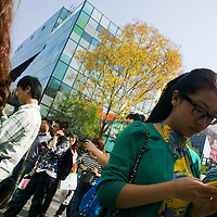 BEIJING, OCT. 6 : Chinese gather outside the  Apple Store in Beijing in memorial for Steve Jobs .