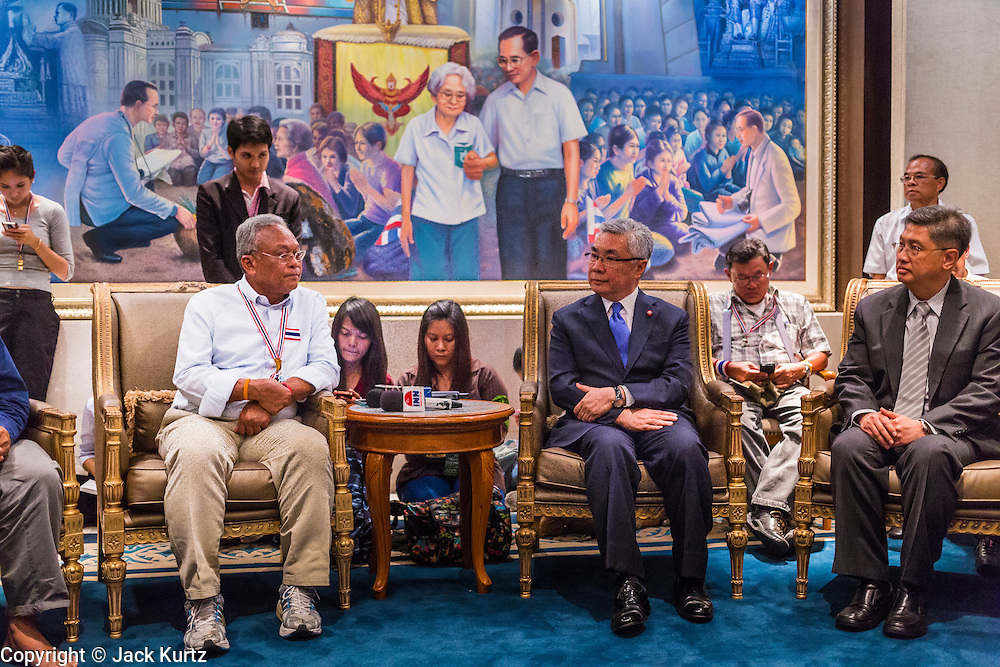 """08 APRIL 2014 - BANGKOK, THAILAND:  SUTHEP THAUGSUBAN (left center) meets with KITTIPONG KITTAYARK (right center), Permanent Secretary of the Thai Ministry of Justice, in the Ministry of Justice reception room in Bangkok. Several hundred anti-government protestors led by Suthep Thaugsuban went to the Ministry of Justice in Bangkok Tuesday. Suthep and the protestors met with representatives of the Ministry of Justice and expressed their belief that Thai politics need to be reformed and that corruption needed to be """"seriously tackled."""" The protestors returned to their main protest site in Lumpini Park in central Bangkok after the meeting.   PHOTO BY JACK KURTZ"""