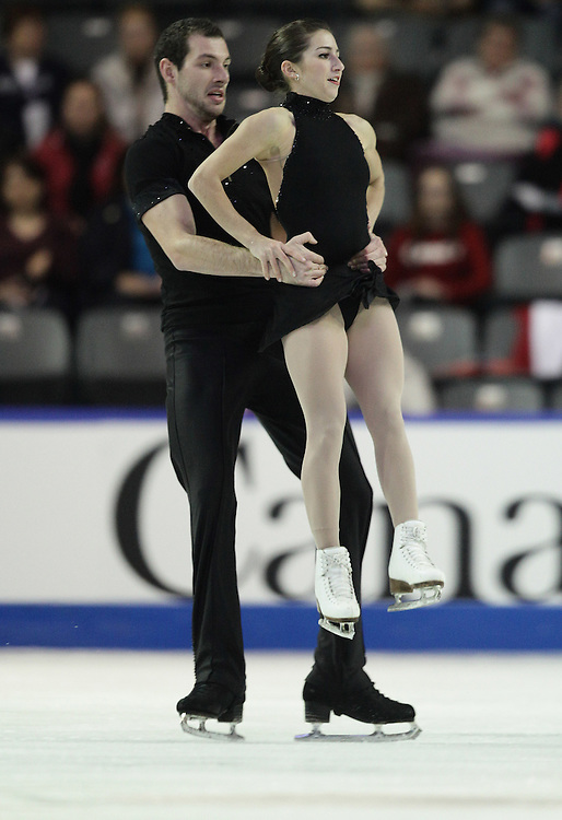 --20101029- Kingston, Ontario,Canada -- Marissa Castelli and Simon Shnapir of the United States skate their short program in the pairs competition Skate Canada International in Kingston, Ontario, October 29, 2010.<br /> AFP PHOTO/Geoff Robins