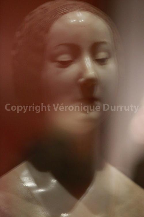 Female Bust, ideal portrait of Laura, Francesco Laurana, end of the 15th century, Kunsthistorisches Museum, Vienna, Austria // Buste de famme, portrait ideal de Laura, Francesco Laurana, fin du 15eme siecle, Kunsthistorisches Museum, Vienne, Autriche