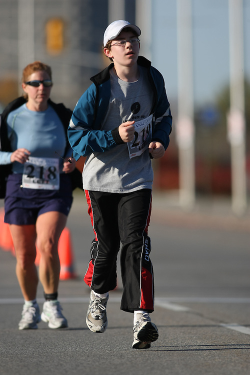 (Ottawa, ON---18 October 2008) JONATHAN LETT runs in the 2008 5km challenge at the TransCanada 10km Canadian Road Race Championships. Photography copyright Sean Burges/Mundo Sport Images (www.msievents.com).