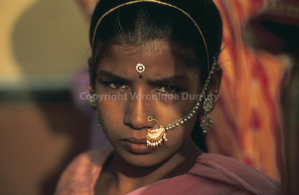 Girl of Rajasthan (Thar desert ), India  // Jeune fille du desert du Thar, Rajasthan, Inde