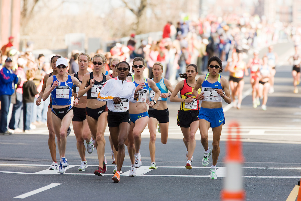 chase pack led by Deena Kastor after 8 miles of race