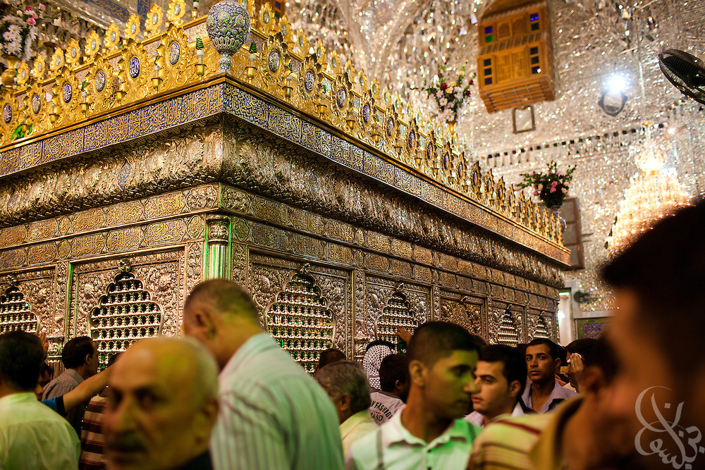 Shi'a men file past the tombs of Imam Khadim and Imam al-Jawad inside the Khadamiyah Shrine September 04, 2010 in Baghdad, Iraq. An intense power struggle between Iraq's Shia political leaders and parties is one of the main obstacles to the formation of a new government since the inconclusive March 2010 poll, according to senior Iraqi officials involved in ongoing negotiations. Credit: Scott Nelson for the Wall Street Journal.Slug: Iraq - Shia divisions.