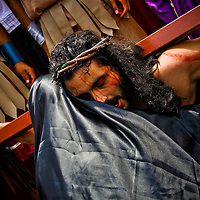 THE VIA CRUCIS OF JESUS / EL VIACRUCIS DE JESUS