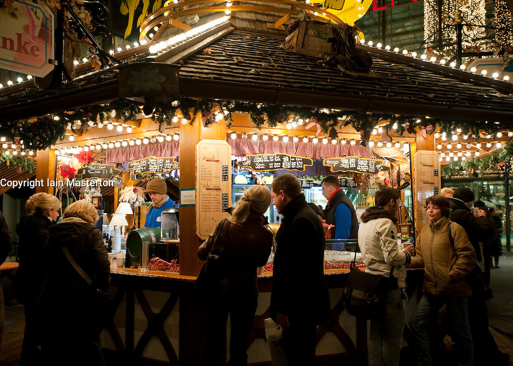 Traditional outdoor Gluhwein bar at night in Christmas ...