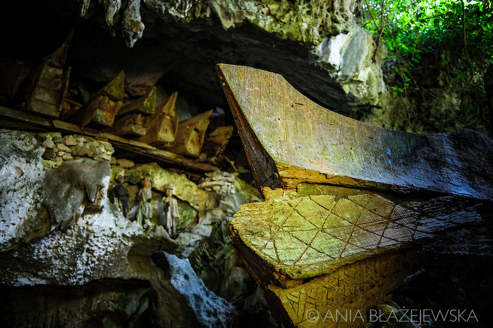 Indonesia, Sulawesi, Tana Toraja. Tampang Allo burial cave.<br /> <br /> Tana Toraja, situated in the south of Sulawesi, sometimes reminds alive museum full of traditional boat-shaped houses painted with Torajan patterns, burial caves or hanging graves guarded by tau tau (a deceased shaped wooden sculptures(, all of them situated in a beautiful scenery of green rice terraces.