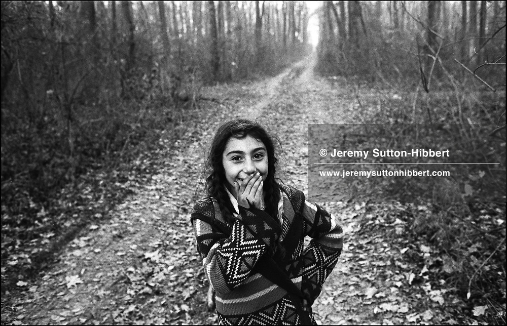 ZENA STANESCU, IN THE FOREST WITH HER FAMILY, ILLEGALLY COLLECTING WOOD. SINTESTI, ROMANIA. NOVEMBER 1996..©JEREMY SUTTON-HIBBERT 2000..TEL./FAX.+44-141-649-2912..TEL. +44-7831-138817.