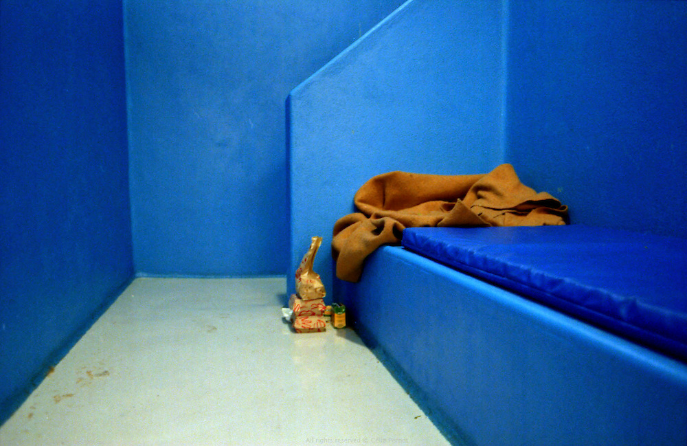 Cellule de garde &agrave; vue au Commissariat de Corbeil-Essonnes.<br /> <br /> Cell, commissariat de corbeil-Essonnes.