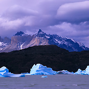 Lago Gray, ice and the Horns, Las Cuernos