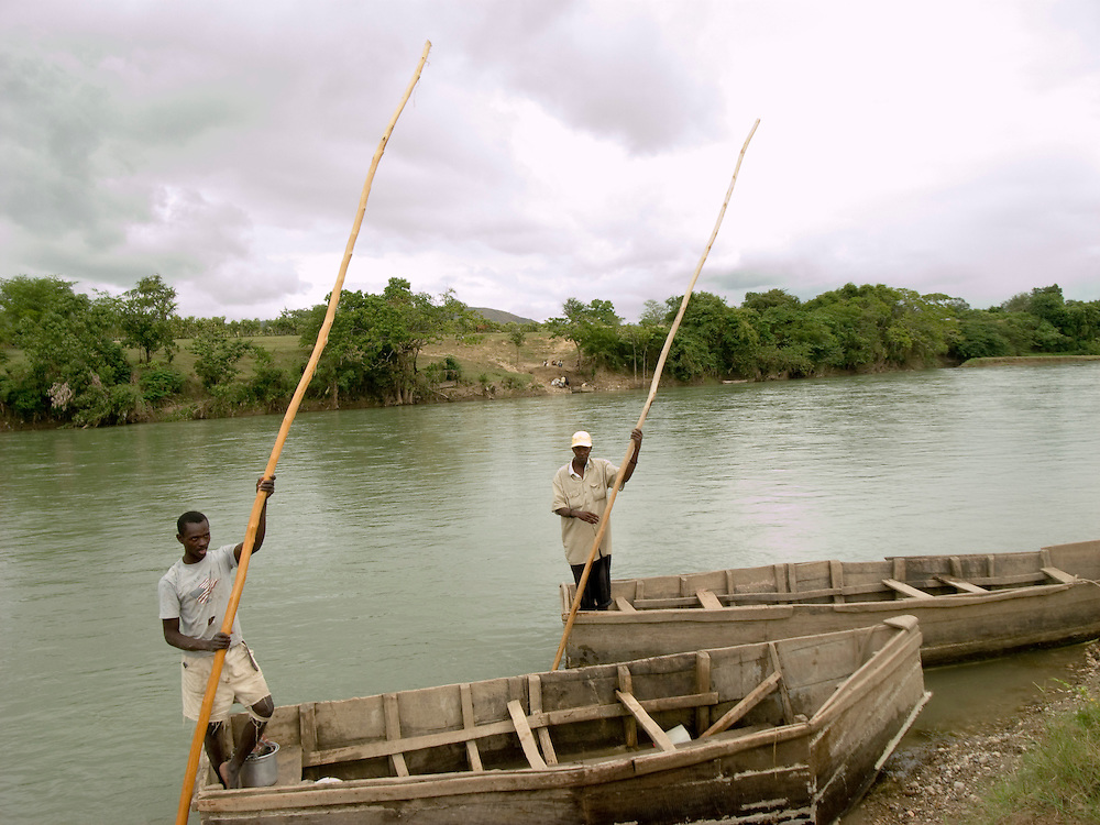 Canoes carry passengers across the Artibonite river.