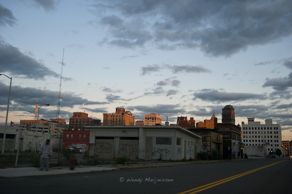 Downtown Detroit is like a ghost town with hardly any people on the streets.<br /> Around 2/3rds of the city's population has left after the car industry collapsed leaving many houses and shops empty and run down. Detroit, USA, 2011