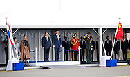 22-3- 2014 SCHIPHOL  - Chinese President Xi Jinping (M) and his wife Peng Liyuan (L) are welcomed by King Willem-Alexander (R) and Queen Maxima. Chinese President brings an official two-day state visit to the Netherlands. COPYRIGHT ROBIN UTRECHT