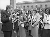 1981 - An Taoiseach Meets The Roses Of Tralee.    (N90).
