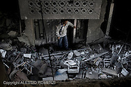Gaza City: A Palestinian looks at a destroyed house by overnight Israeli air strikes on the village of Beit Lahia in the northern Gaza Strip . November 18, 2012. ALESSIO ROMENZI