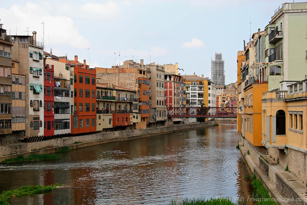 Europe, Spain, Girona. The Onyar River running through Girona.