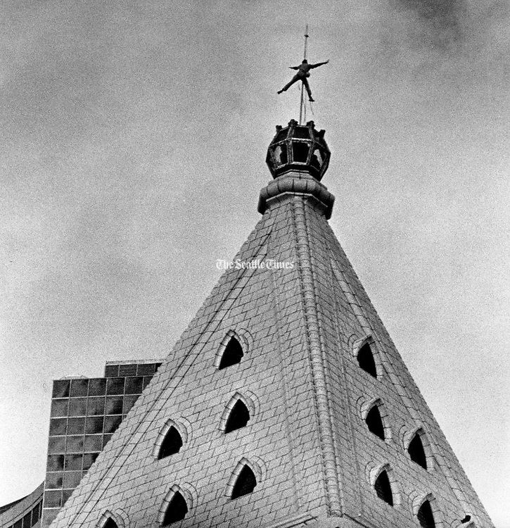 A flag pole painter gave onlookers below a moment of excitment as he dangled from the Smith Tower without hands or feet. The tower is 500 feet tall and has 42 floors. (Jimi Lott / The Seattle Times, 1985)