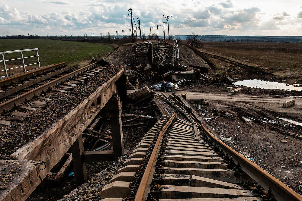Checkpoint in between Pisky and Advinka. The pro-Russian separatists blow-up this train bridge several months ago.