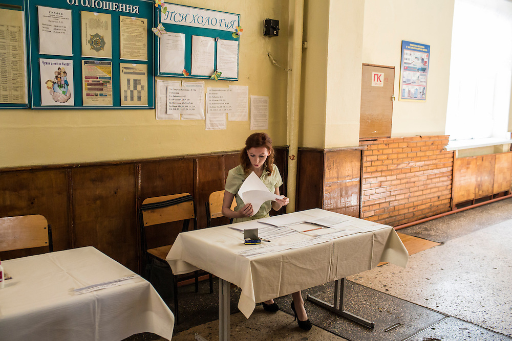 DONETSK, UKRAINE - MAY 11: A poll worker prepares ballots at a polling station on May 11, 2014 in Donetsk, Ukraine. A referendum on greater autonomy is being held after pro-Russian activists took over at least ten cities in the eastern part of the country in a bid for less control from the central government from Kiev. (Photo by Brendan Hoffman/Getty Images) *** Local Caption ***