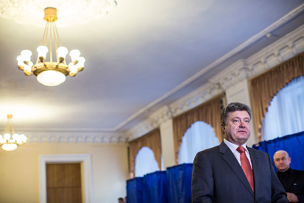KIEV, UKRAINE - OCTOBER 26: Ukrainian President Petro Poroshenko (C) speaks to reporters after casting his ballot for parliamentary elections on October 26, 2014 in Kiev, Ukraine. The country's parliamentary elections are seen as key to Poroshenko's ability to advance his agenda. (Photo by Brendan Hoffman/Getty Images) *** Local Caption *** Petro Poroshenko