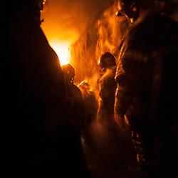 Le Bureau Enqu&ecirc;te Incendie est une organisation charg&eacute;e de la formation et de l'expertise en Recherche des Causes d'Incendie (RCCI). Point d'orgue de leur formation RCCI, les stagiaires pompiers sont amen&eacute;s dans l'escalier du fort de Domont tandis qu'un feu de pneus et de palettes est allum&eacute; pour &eacute;tudier le comportement de la fum&eacute;e et voir &eacute;voluer les &quot;anges de feu&quot; (des poches de gaz s'enflammant spontan&eacute;ment au plafond).<br /> D&eacute;cembre 2013 / Domont / Val d'Oise(95) / FRANCE