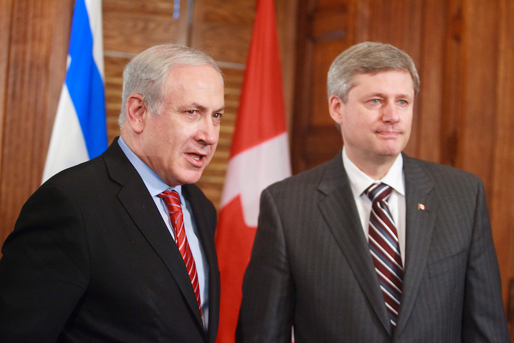 Israeli Prime Minister Benjamin Netanyahu makes a statement on the sinking of a humanitarian vessel by the Israeli navy during a photo opportunity with Canadian Prime Minister Stephen Harper on Parliament Hill in Ottawa, May 31, 2010.  Netanyahu is cutting short his visit to return to Israel to deal with the crisis.<br /> AFP/GEOFF ROBINS/STR