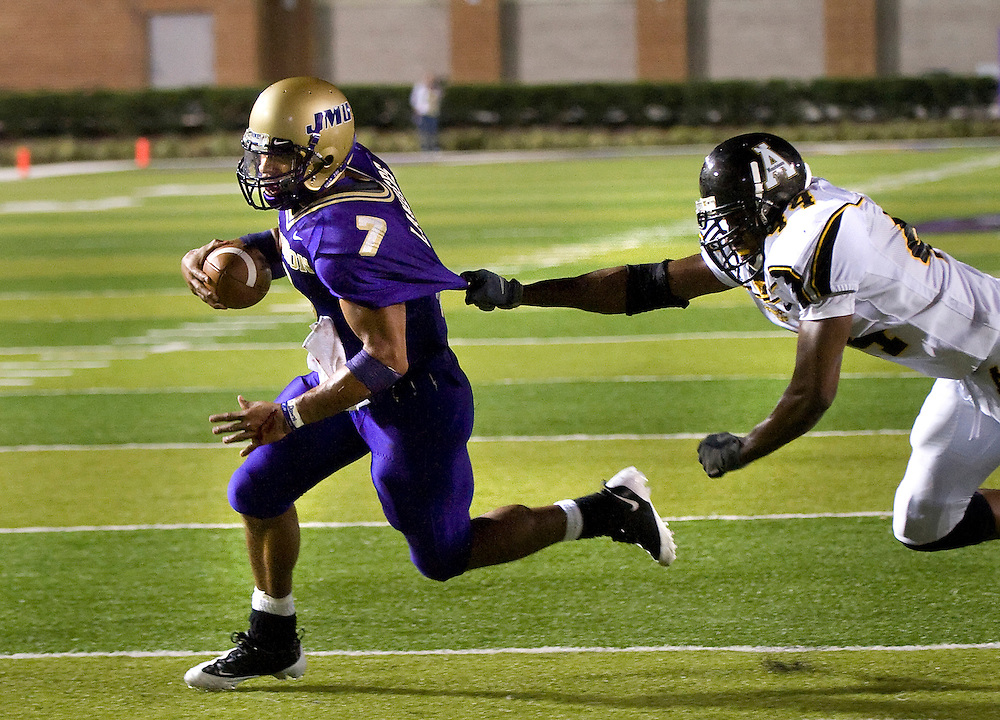 09/20/08-(Harrisonburg).James Madison's Rodney Landers evades Appalachian State University's Quavian Lewis as he breaks for the end zone for a touchdown in the 4th quarter at Bridgeforth Stadium in Harrisonburg Saturday night.(Pete Marovich/Daily News-Record)