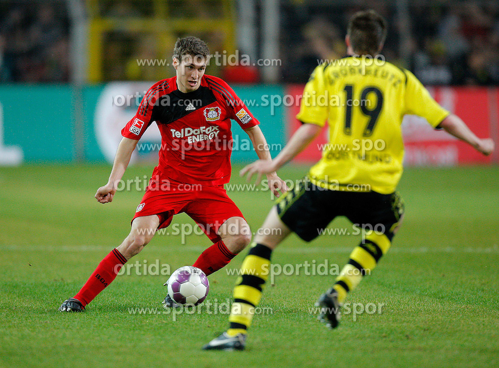 20.03.2010, Signal Iduna Park, Dortmund, GER, 1.FBL, Borrussia Dortmund vs Bayer 04 Leverkusen, im Bild   Daniel Schwaab (Bayer 04 Leverkusen - GER #2) vs Kevin Großkreutz (Dortmund - GER #19) EXPA Pictures © 2010, PhotoCredit: EXPA/ nph/  Scholz / SPORTIDA PHOTO AGENCY