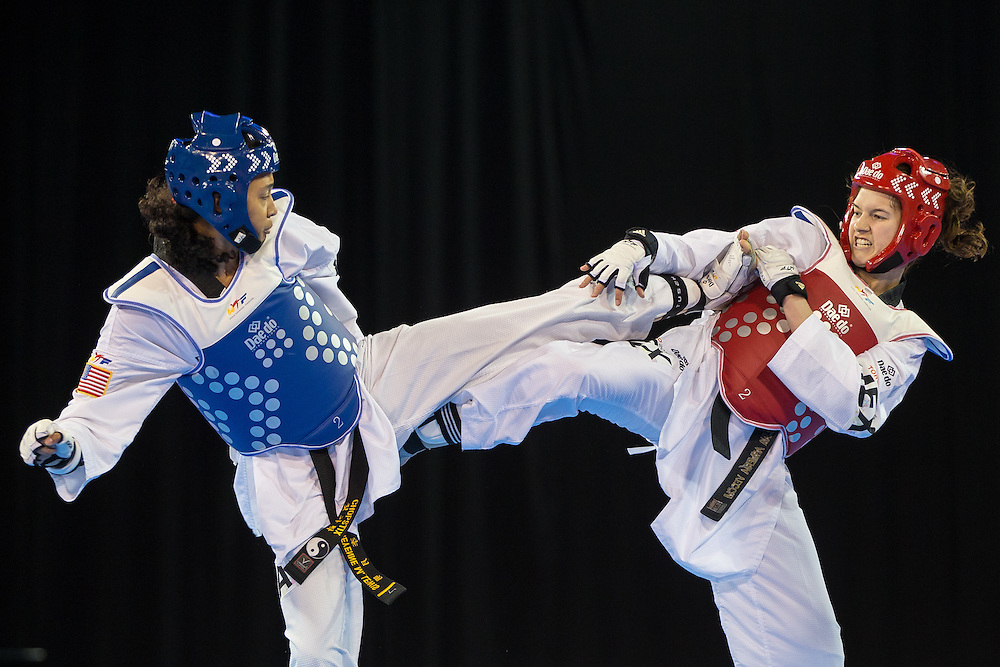 Cheyenne Lewis (L) of the United States trades kicks to with Paulina Armeria of Mexico during their gold medal contest in the women's -57kg weight division of Taekwondo at the 2015 Pan American Games in Toronto, Canada, July 20,  2015.  AFP PHOTO/GEOFF ROBINS
