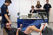 Alwin Visker is bezig met een vermogenstest. Studenten van de TU Delft en VU Amsterdam verrichten metingen aan de renners die een poging gaan wagen om het wereldrecord fietsen te verbreken. Oud-schaatser Jan Bos en Sebastiaan Bowier gaan proberen het record van 133 km/h te verbreken. Wil Baselmans en Alwin Visker zijn geselecteerd om het werelduurrecord te verbreken. In 2011 haalde Bowier 129 km/h. De andere rijders doen voor het eerst mee.<br /> <br /> Alwin Visker during a performance test. Students of the TU Delft and the VU Amsterdam are measuring the condition of the for riders who will try to attempt to break the world record speed biking. Former skater Jan Bos and Sebastiaan Bowier will try to set a new top speed record. Wil Baselmans and Alwin Visker are selected to set a new top distance in an hour. Bowier reached in 2011 129 km/h, the world record is 133 km/h.
