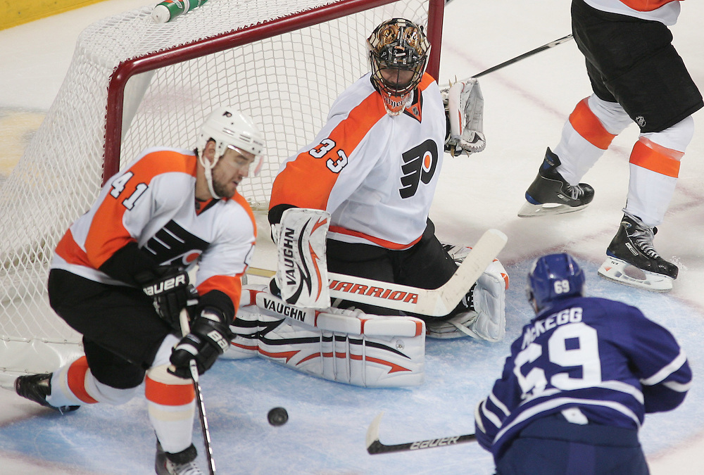 Greg McKegg of the Toronto Maple Leafs shoots the puck past Philadelphia flyers goalie Brian Boucher to tie the game 1-1 during the second period of an NHL exhibition game at the John Labatt Centre in London, Ontario, September 23, 2010.<br /> REUTERS/Geoff Robins (CANADA)