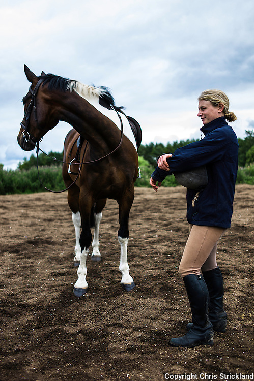 Ancrum, Jedburgh, Scottish Borders, UK. 31st July 2015.  Event rider Emily Galbraith relaxes after schooling a horse at her yard in the Scottish Borders.