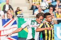 ARNHEM - Vitesse - FC Groningen , Voetbal , Eredivisie, Seizoen 2015/2016 , Gelredome , 03-10-2015 , Vitesse speler Uros Djurdjevic (R) in kopduel met FC Groningen speler Etienne Reijnen (l)