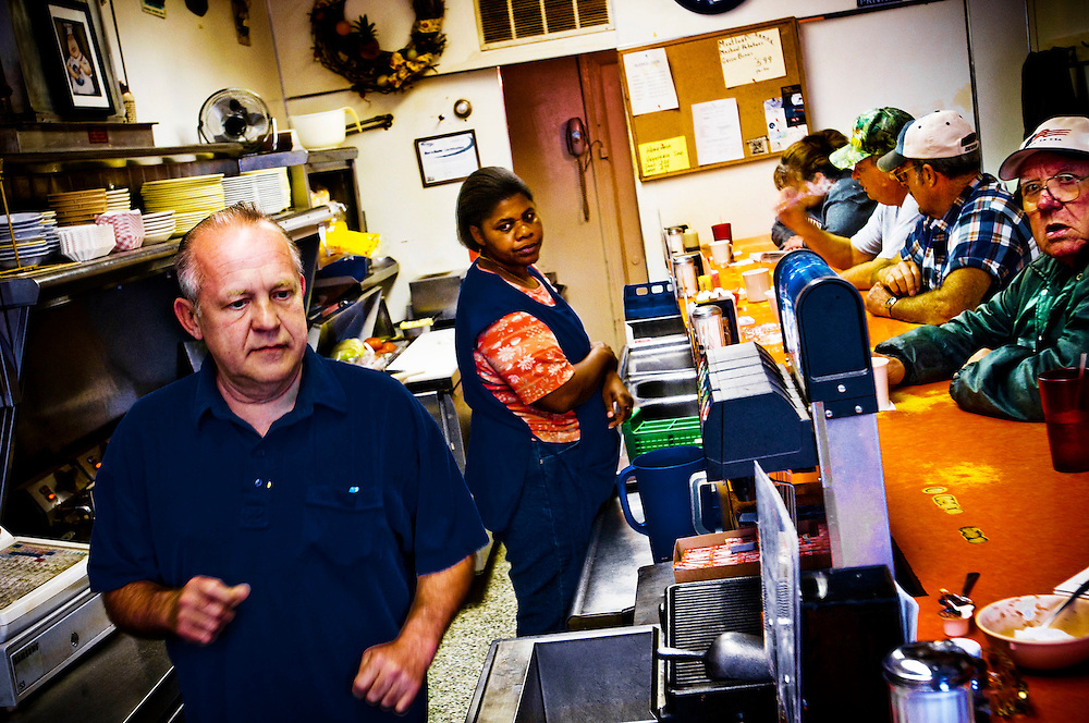 Picadilly Grill..Gary Reedy, the owner of Picadilly Grill in Winchester, VA discuesses the upcoming elections with his customers..Photographer: Chris Maluszynski /MOMENT