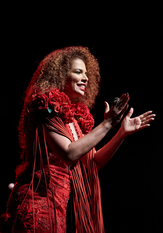 Lisboa, 24/06/2016 - A cantora brasileira Vanessa da Mata em palco no Coliseu de Lisboa no espet&aacute;culo de apresenta&ccedil;&atilde;o do seu album &quot;Delicadeza&quot;<br /> (Paulo Alexandrino / Global Imagens)