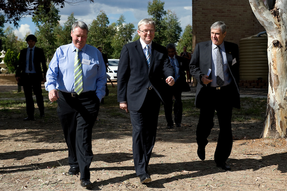 Malcolm Smith (Executive Director Teen Challenge) with Prime Minister Kevin Rudd and Seven Network chairman Kerry Stokes at the Teen Challenge Grace Academy, a residential rehabilitation and detox centre in Esperance.