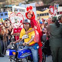 """La """"Caperucita Roja"""" manifiesta en las afueras del Cuartel de La Montaña, sector 23 de Enero, para recordar el primer aniversario de la muerte del presidente Hugo Chávez Frías. Caracas, 05 de marzo de 2014. (Foto/Ivan Gonzalez)"""