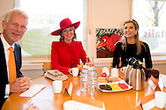 DEN HAAG - Koningin Maxima en Koningin Mathilde brachten op dinsdagochtend 29 november 2016 een werkbezoek aan Vitalis in Den Haag. Het initiatief wordt gesteund door het Oranje Fonds en mogelijk gemaakt door de inzet van vrijwilligers. ROBIN UTRECHT <br /> THE HAGUE - Queen Maxima and Queen Mathilde spent a working visit to Vitalis in The Hague on Tuesday morning, November 29, 2016. The initiative is supported by the Orange Fund and made possible by the efforts of volunteers. ROBIN UTRECHT