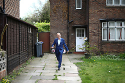 © Licensed to London News Pictures. 21/04/2017. Manchester UK. Liberal Democrat party leader TIM FARRON knocking on doors as he launches the Liberal Democrats Election Campaign today at Cringle park in Manchester. Tim Farron will be campaigning in two target seats in Manchester, Gorton & Withington. Photo credit: Andrew McCaren/LNP