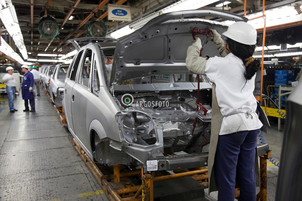 Linha de montagem da General Motors do Brasil, fabrica de Sao Jose dos Campos / Assembly line at General Motors do Brazil in Sao Jose dos Campos, SP, Brazil