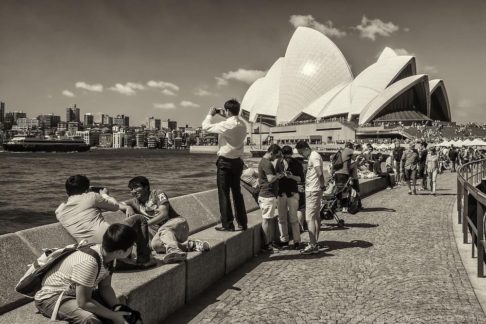 Tourists @ Circular Quay Promenade & Opera House